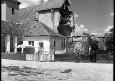 Die eingestürzte Kirchenburg in Wölz