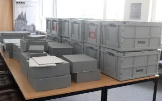 Entsäuerte und restaurierte Bücher kehren ins IKGS zurück